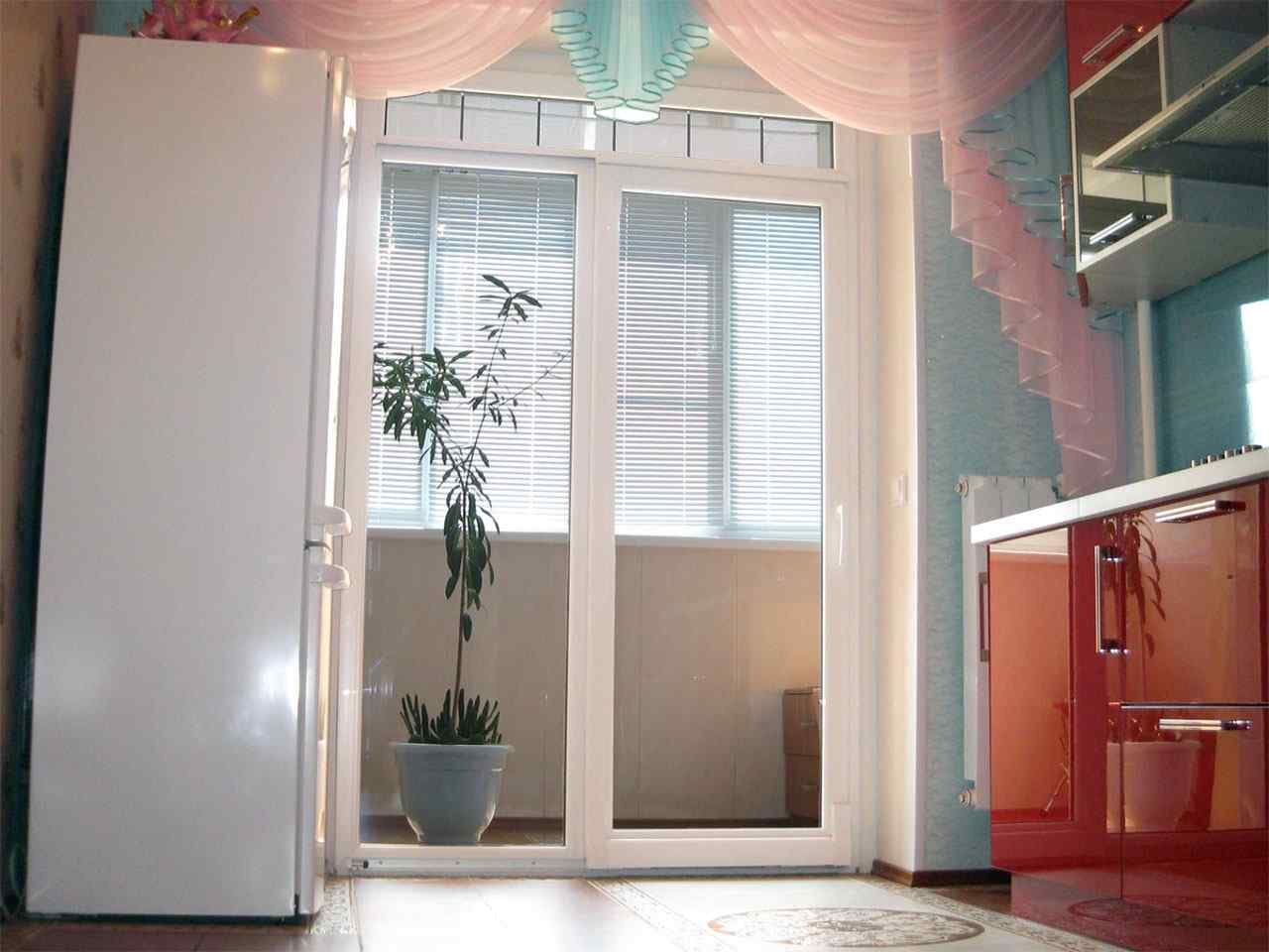 Дизайн двери на балкон без окна..