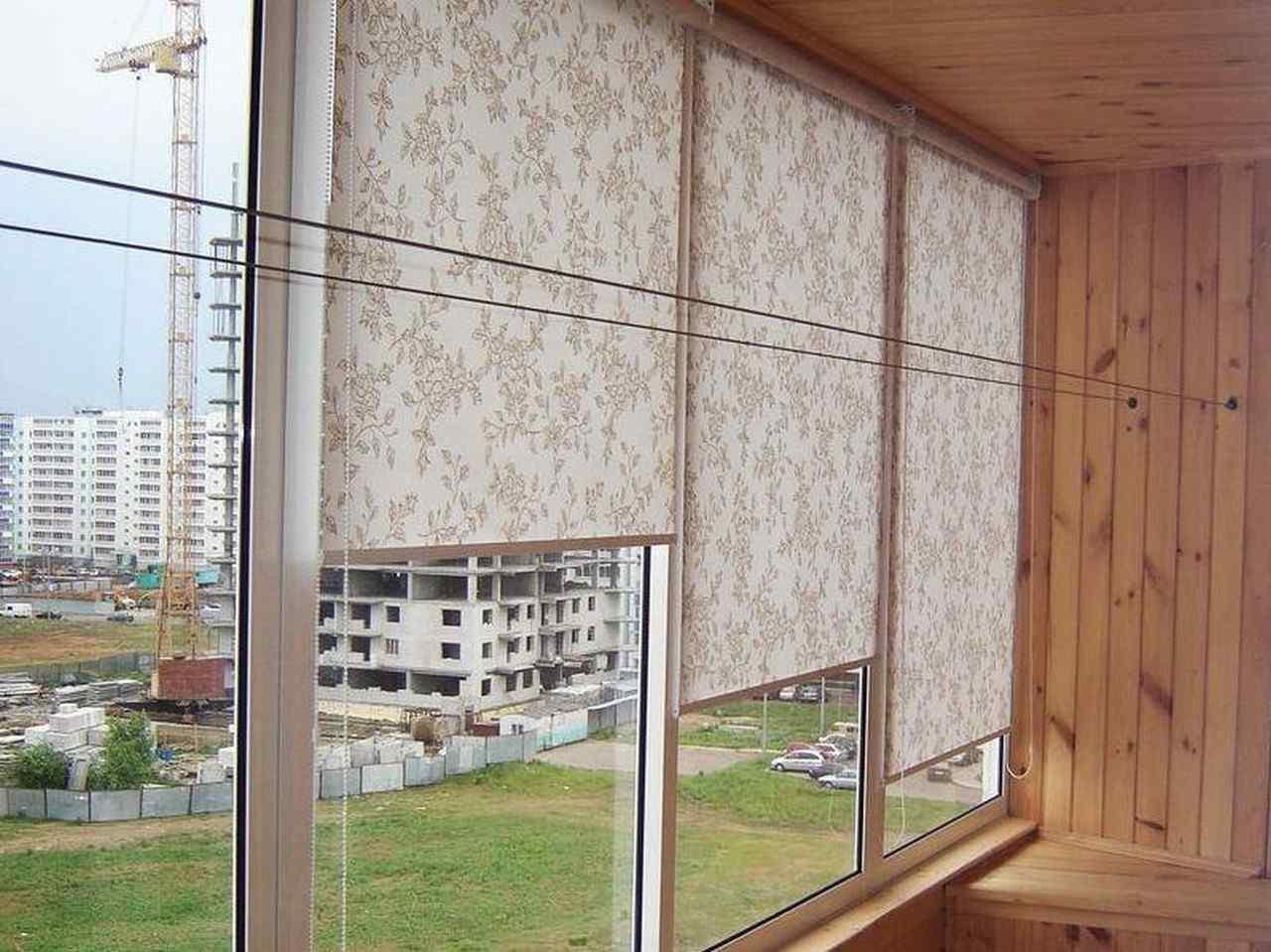 Рулонные шторы на балкон (24 фото): жалюзи или рулонные штор.